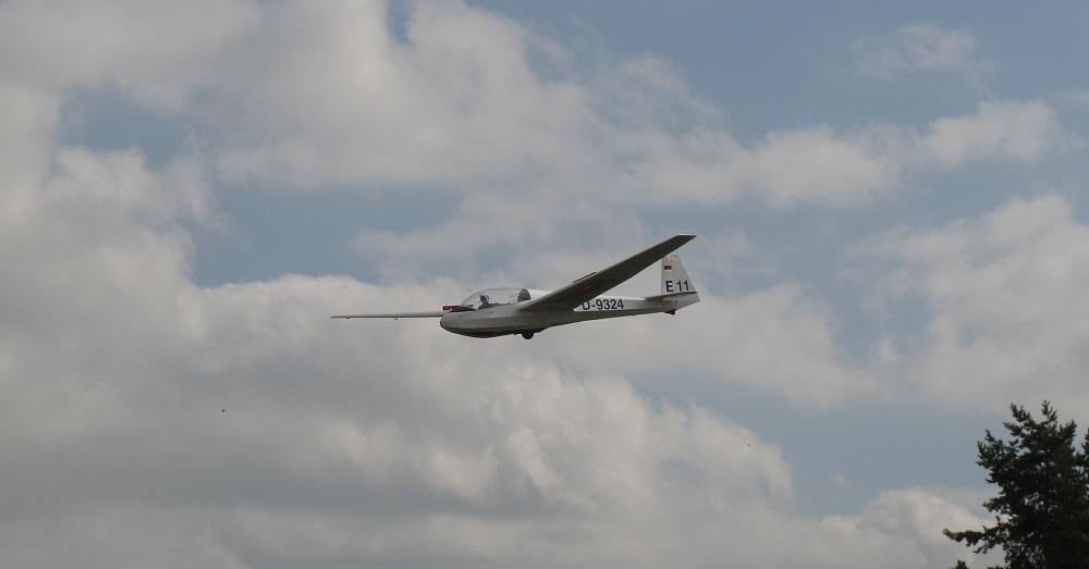 ASK13 beim Landeanflug Richtung 06