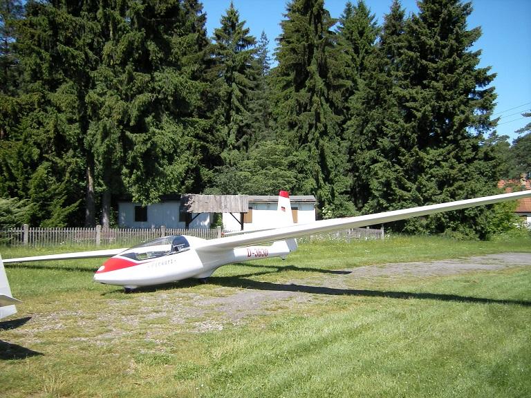D-3630 am Morgen vor den ehemaligen Flugschülerbungalows